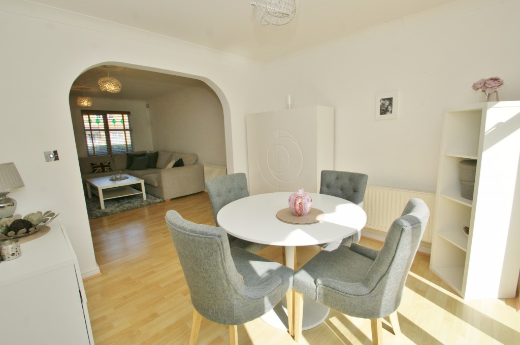 4 bed end of terrace house for sale in Chaffinch Drive, Kingsnorth, Ashford 5