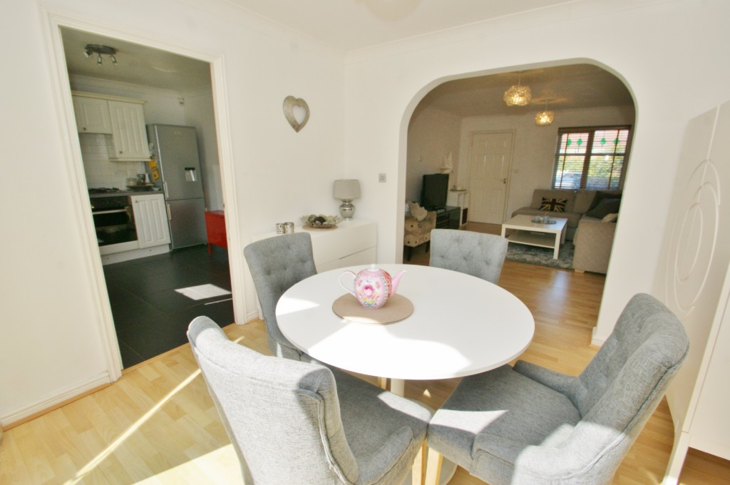 4 bed end of terrace house for sale in Chaffinch Drive, Kingsnorth, Ashford 6