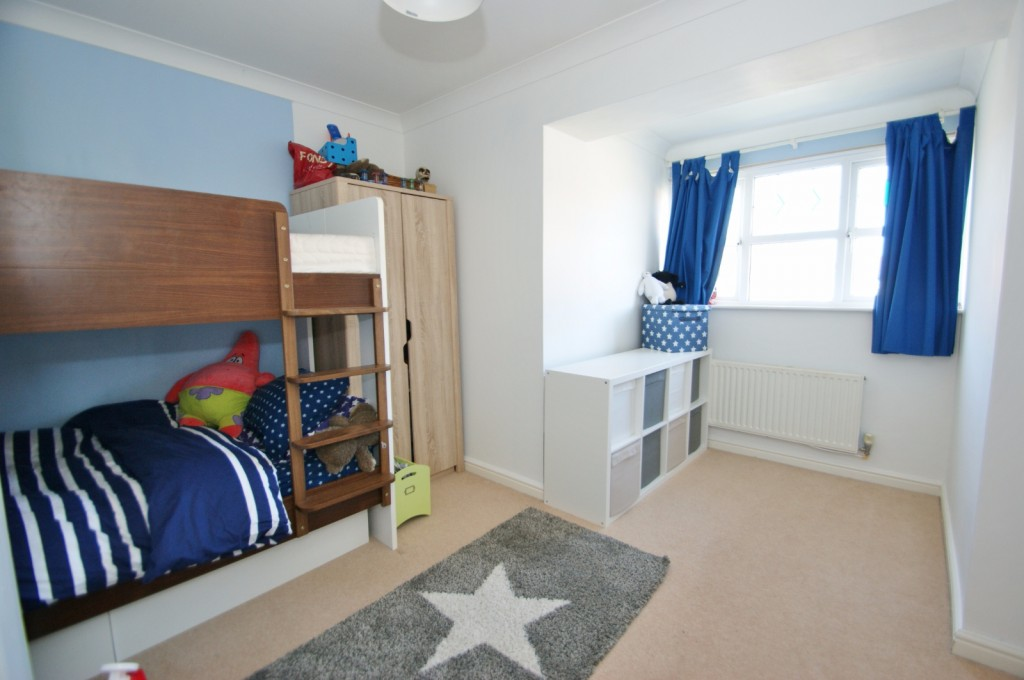 4 bed end of terrace house for sale in Chaffinch Drive, Kingsnorth, Ashford 8
