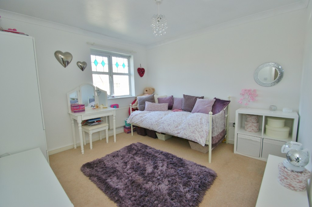 4 bed end of terrace house for sale in Chaffinch Drive, Kingsnorth, Ashford 9