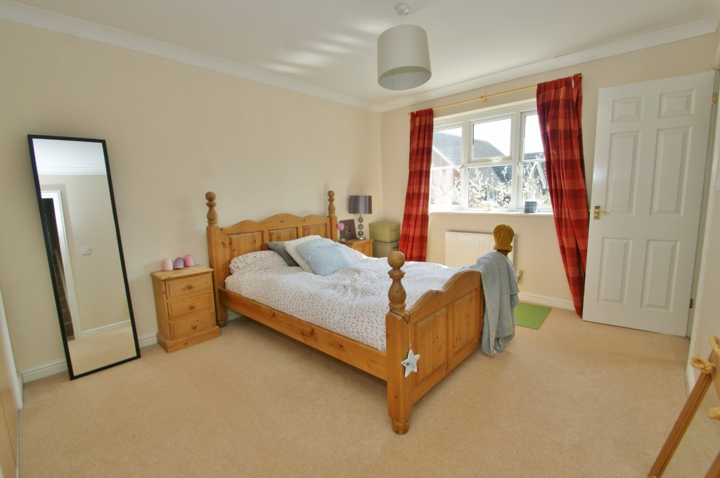 4 bed end of terrace house for sale in Chaffinch Drive, Kingsnorth, Ashford 11