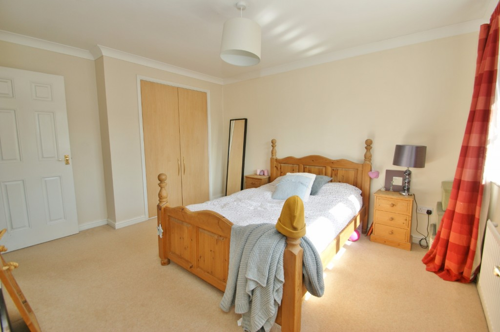 4 bed end of terrace house for sale in Chaffinch Drive, Kingsnorth, Ashford 12