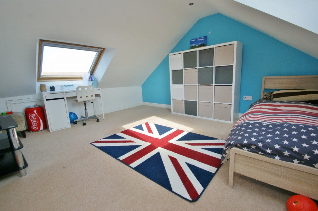 4 bed end of terrace house for sale in Chaffinch Drive, Kingsnorth, Ashford 14