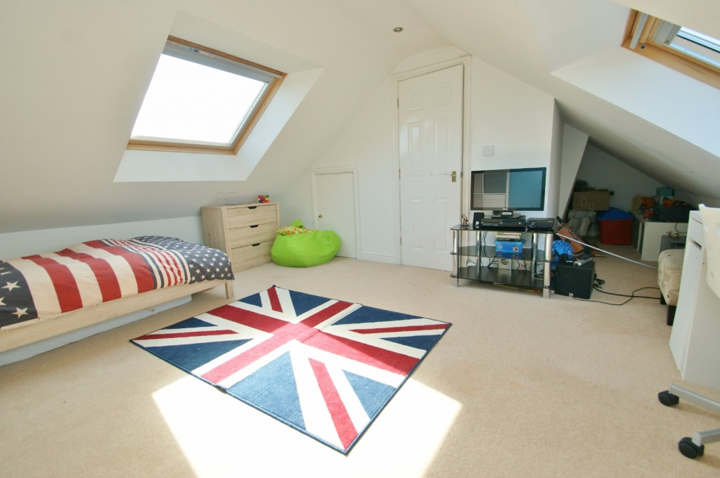 4 bed end of terrace house for sale in Chaffinch Drive, Kingsnorth, Ashford 15