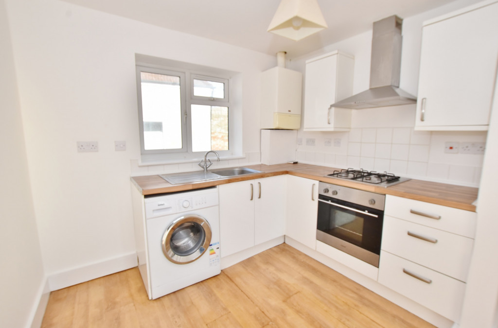 2 bed flat to rent in Bradstone Avenue, Folkestone  - Property Image 3