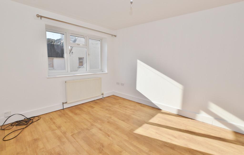2 bed flat to rent in Bradstone Avenue, Folkestone 3