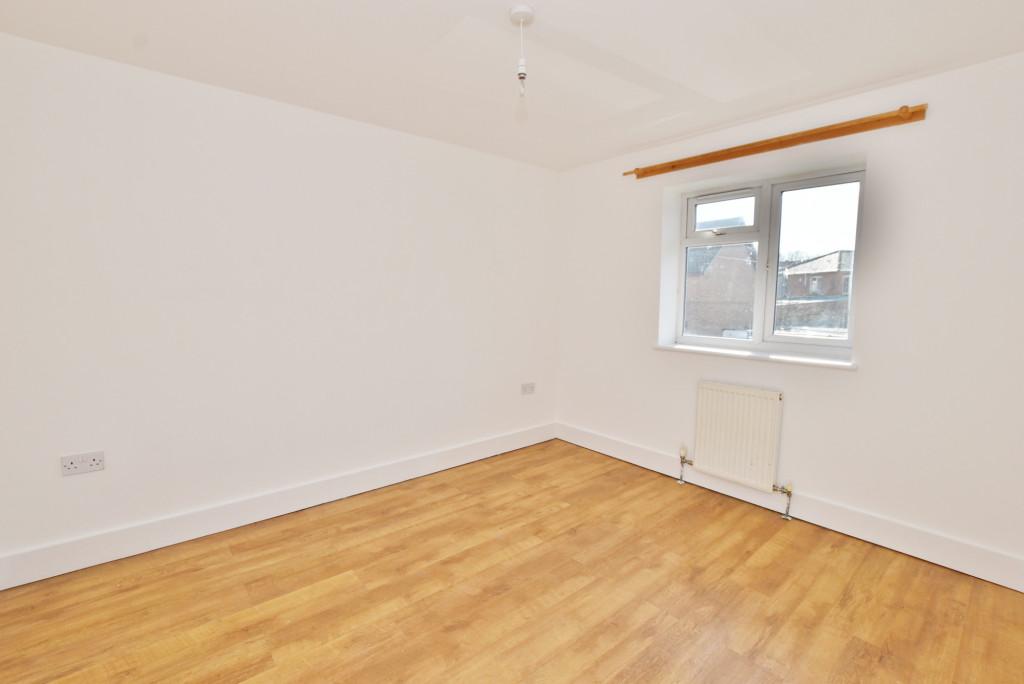 2 bed flat to rent in Bradstone Avenue, Folkestone 4