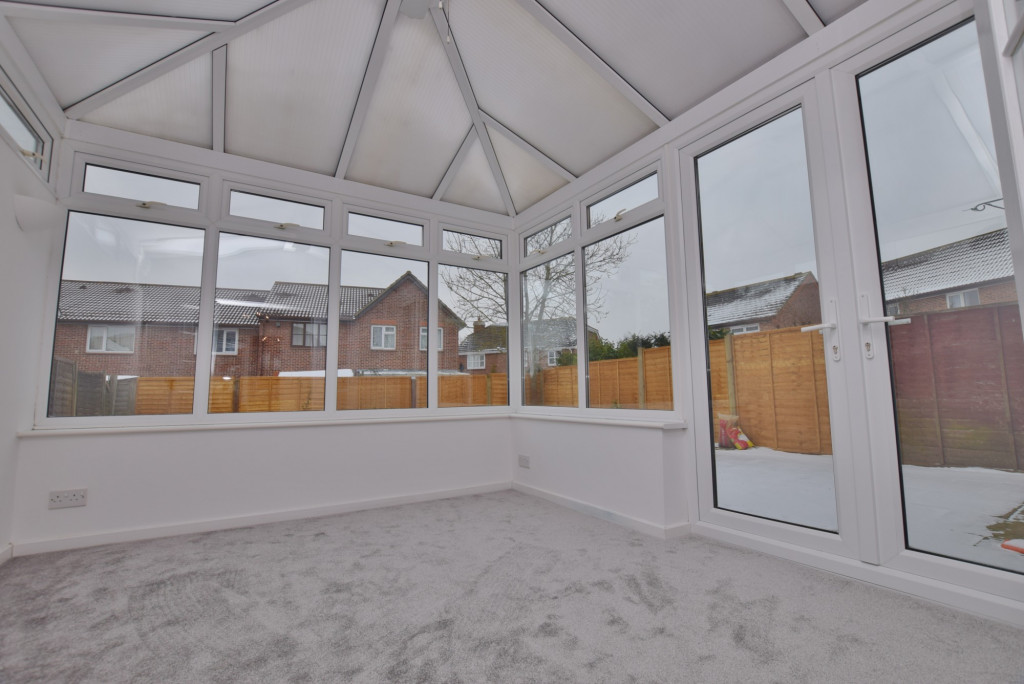 4 bed semi-detached house to rent in New Rectory Lane, Ashford 0