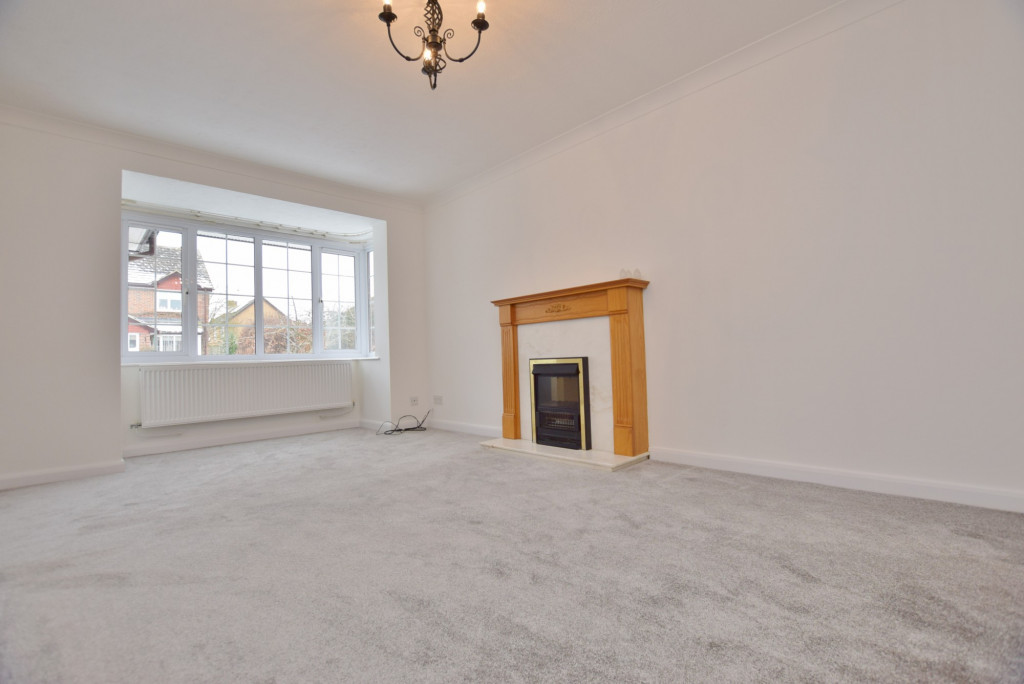 4 bed semi-detached house to rent in New Rectory Lane, Ashford 1