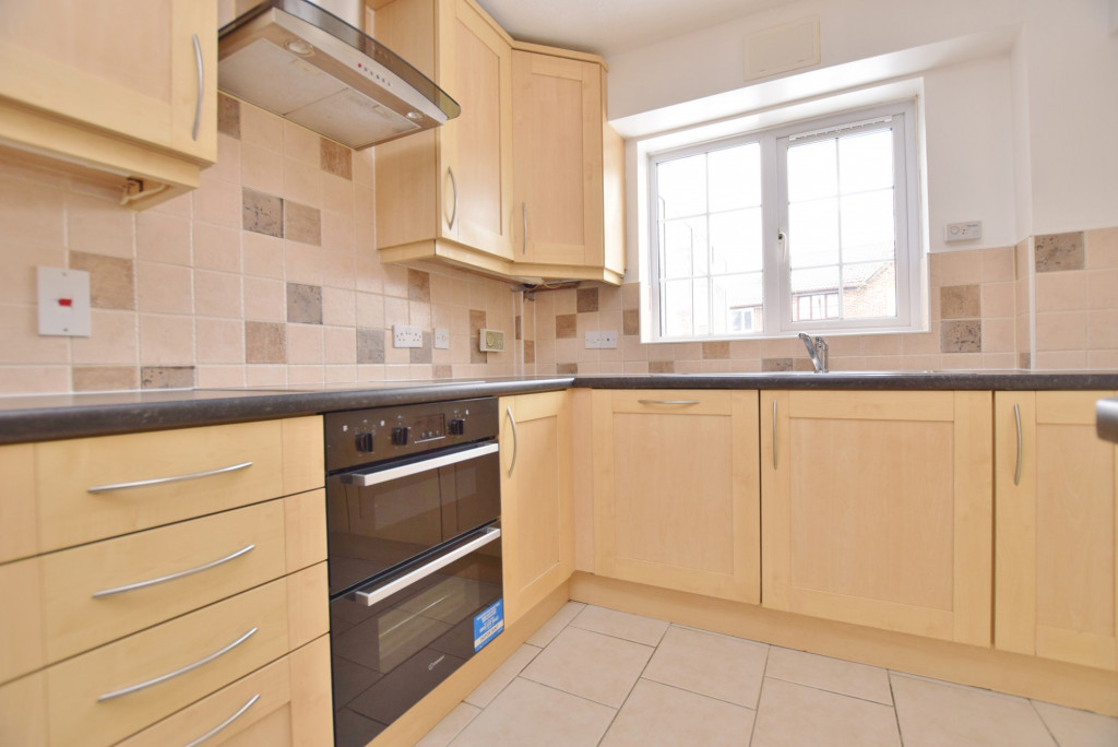 4 bed semi-detached house to rent in New Rectory Lane, Ashford 4
