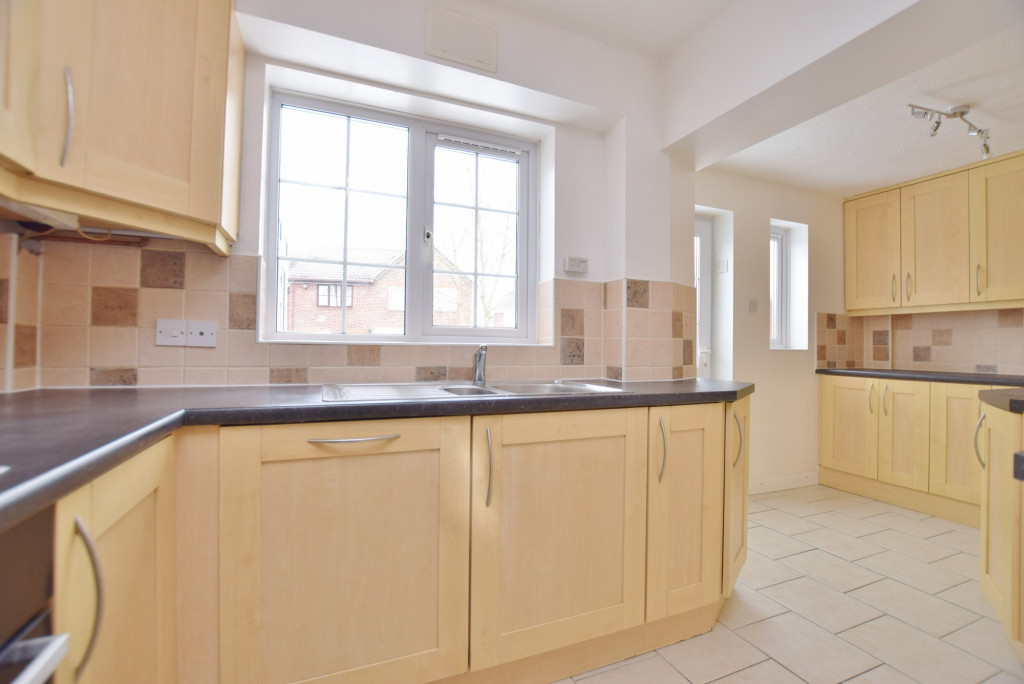 4 bed semi-detached house to rent in New Rectory Lane, Ashford 5