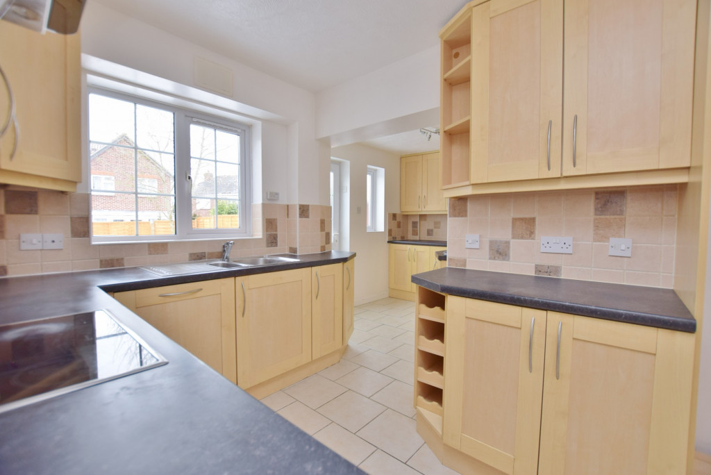 4 bed semi-detached house to rent in New Rectory Lane, Ashford 6