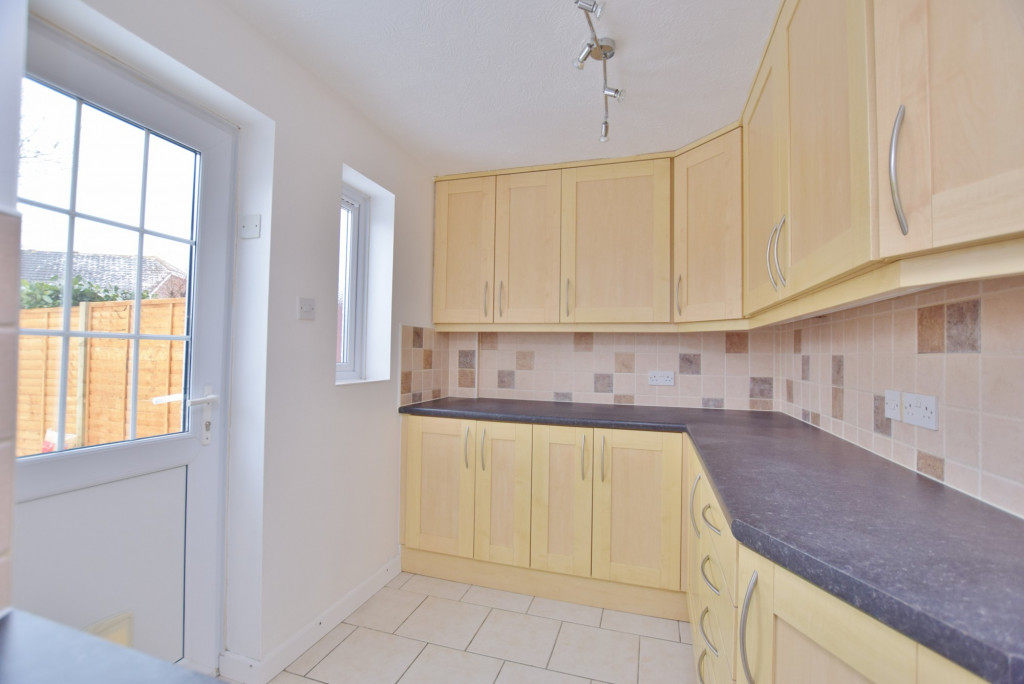 4 bed semi-detached house to rent in New Rectory Lane, Ashford  - Property Image 8