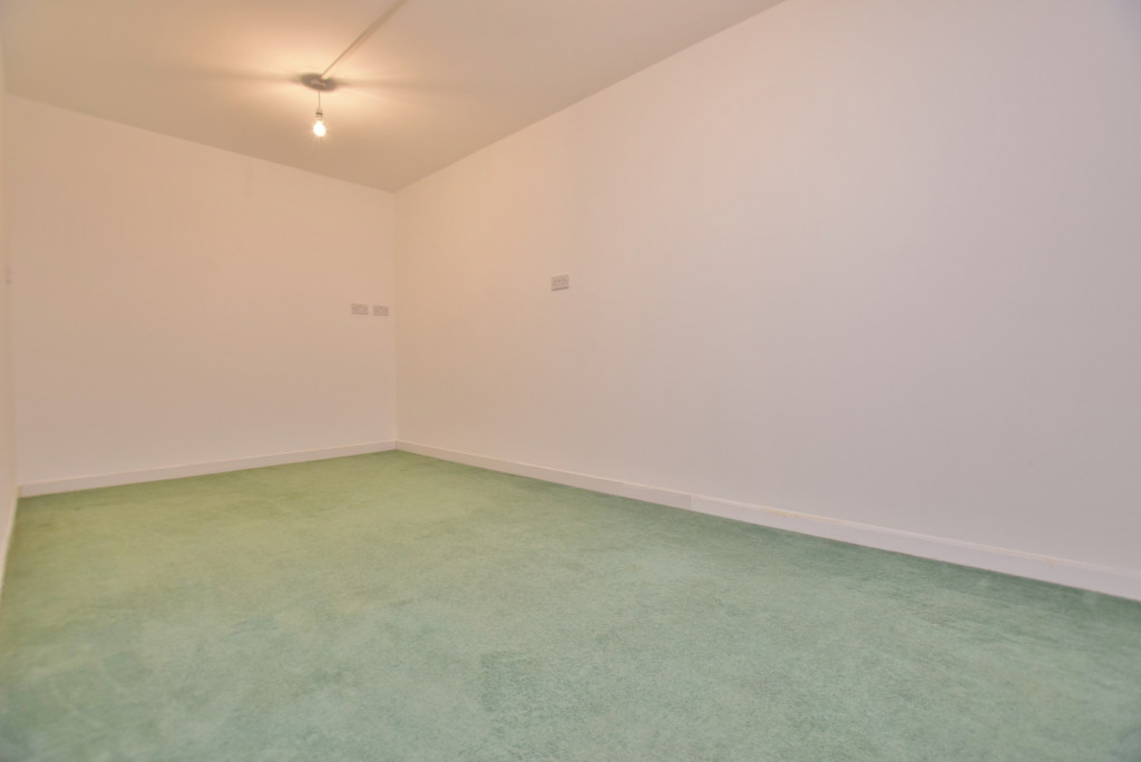 4 bed semi-detached house to rent in New Rectory Lane, Ashford 8