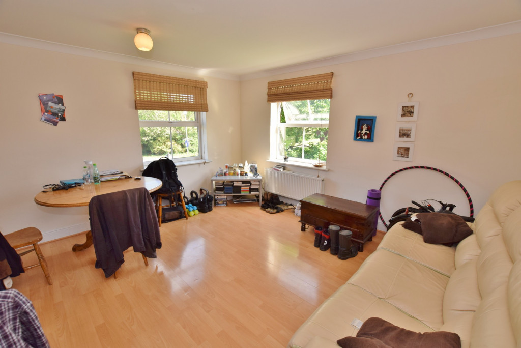 2 bed apartment to rent in Angus Drive, Kennington, Ashford 1
