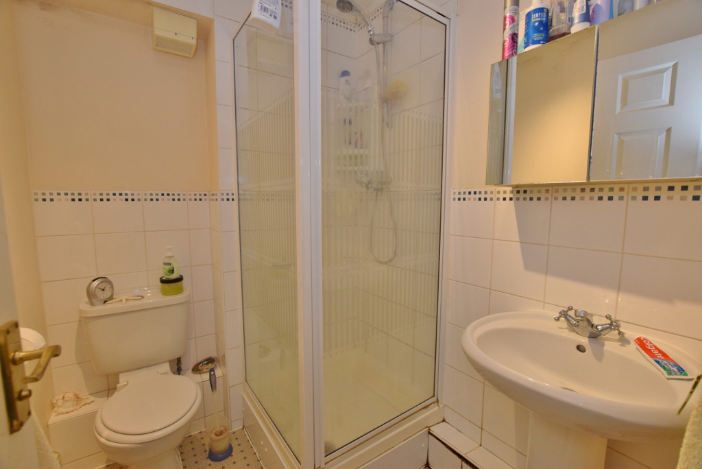 2 bed apartment to rent in Angus Drive, Kennington, Ashford 5