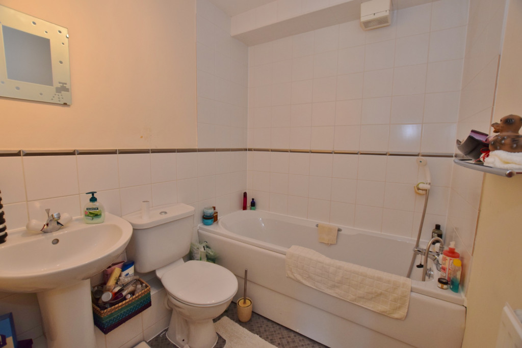 2 bed apartment to rent in Angus Drive, Kennington, Ashford 7