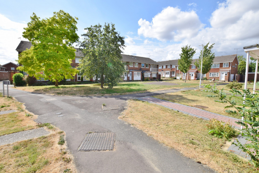 3 bed terraced house to rent in Hornbeam Close, Ashford  - Property Image 2