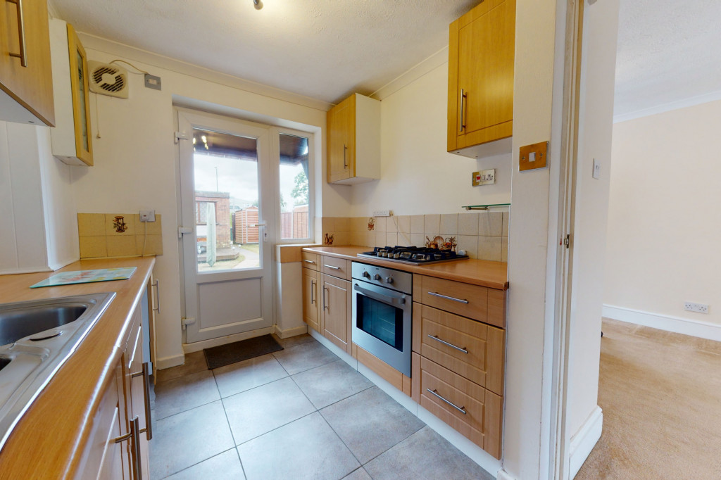 3 bed terraced house to rent in Hornbeam Close, Ashford 4