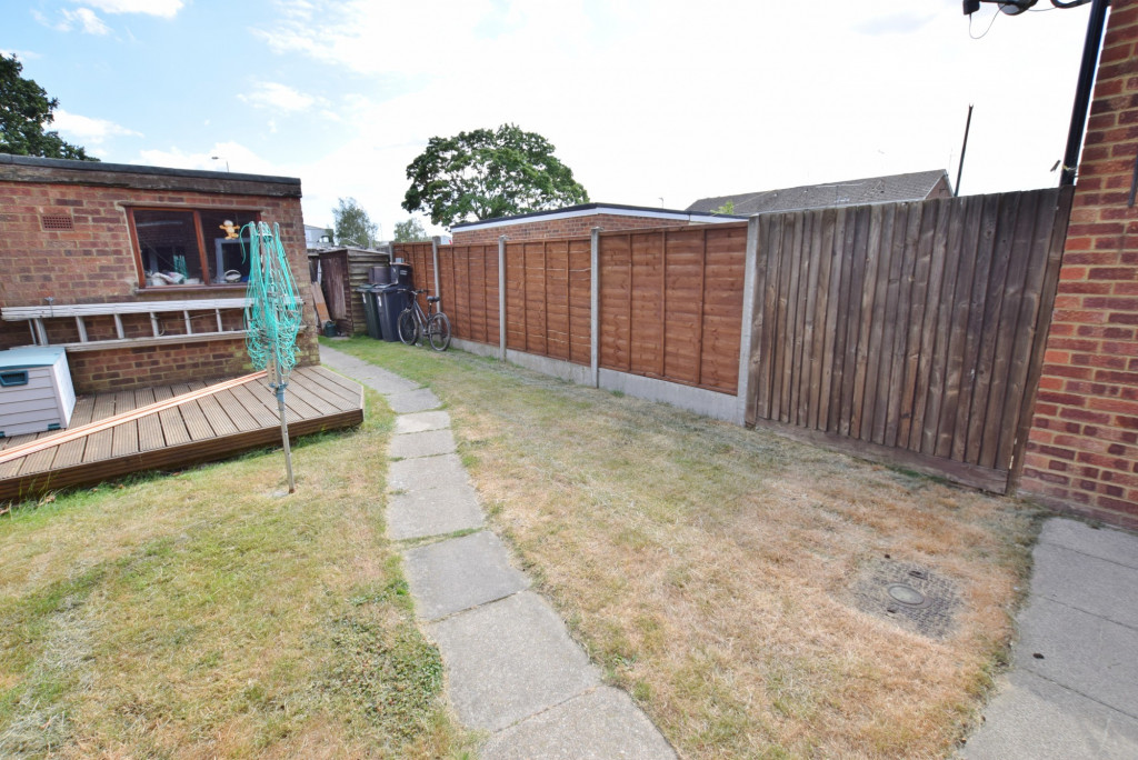 3 bed terraced house to rent in Hornbeam Close, Ashford 9