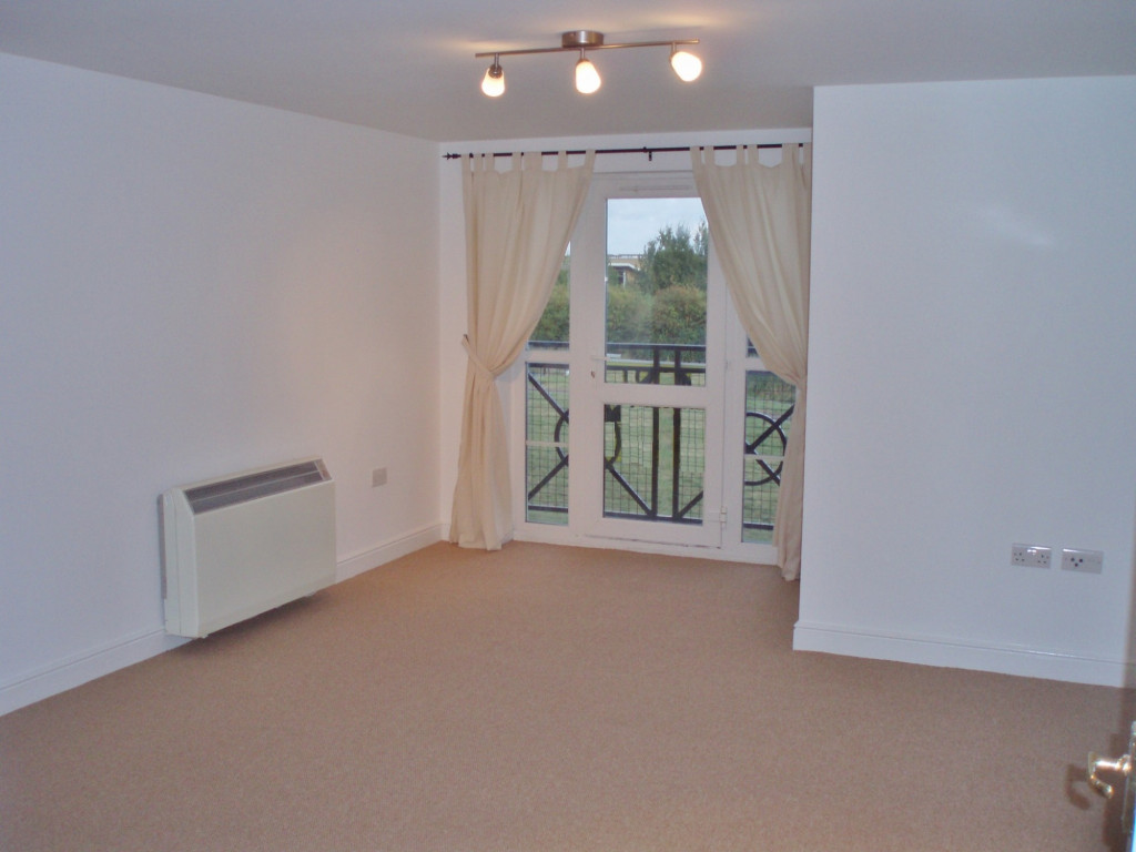 2 bed apartment to rent in Richard Hillary Close, Ashford 2