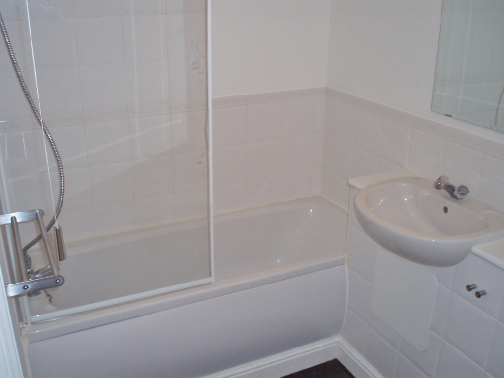 2 bed apartment to rent in Richard Hillary Close, Ashford 3
