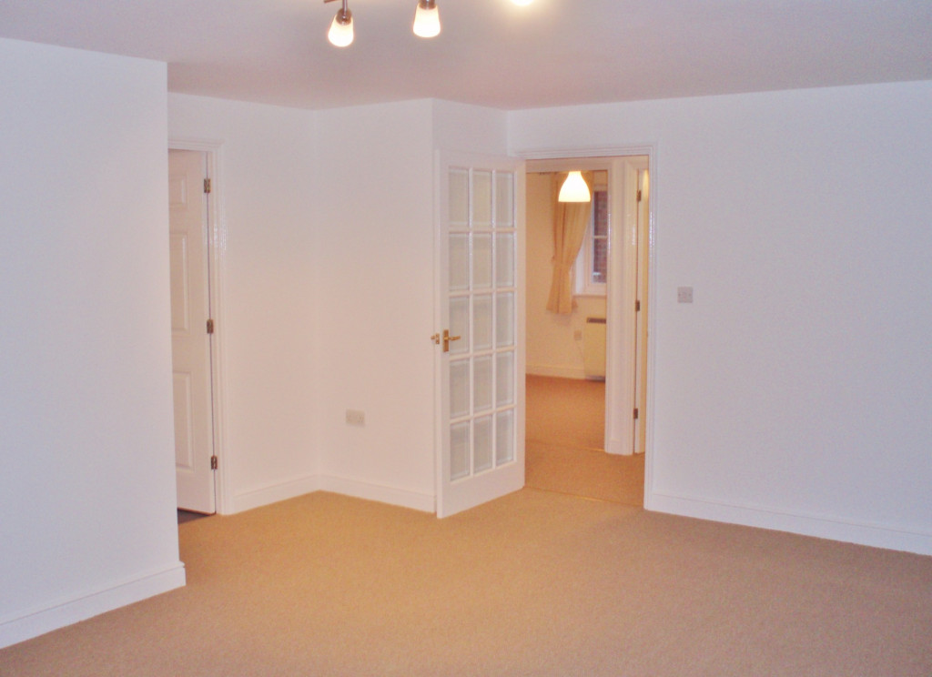 2 bed apartment to rent in Richard Hillary Close, Ashford 4