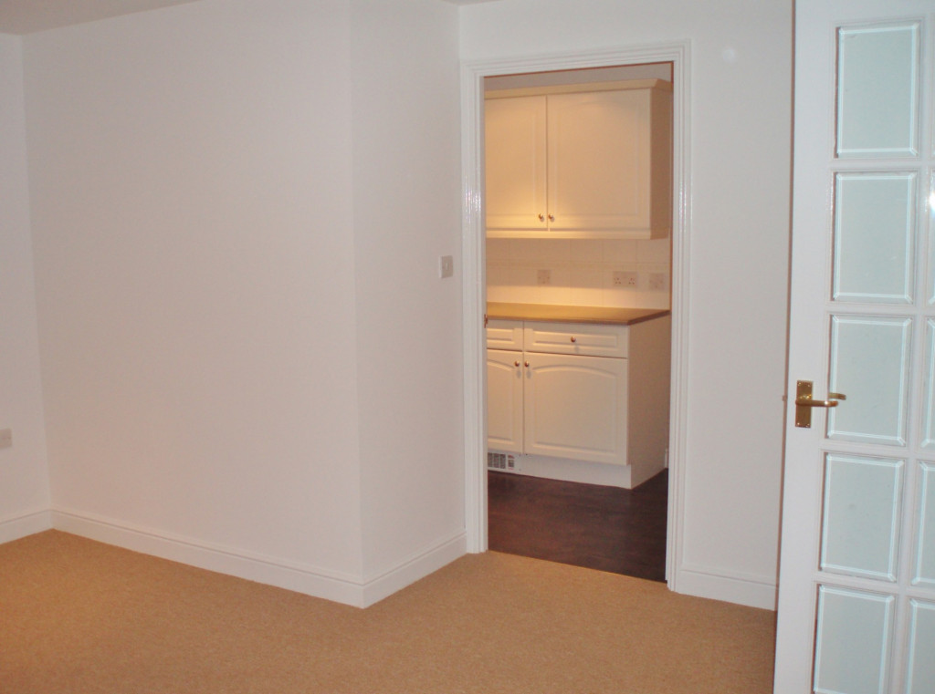 2 bed apartment to rent in Richard Hillary Close, Ashford 5