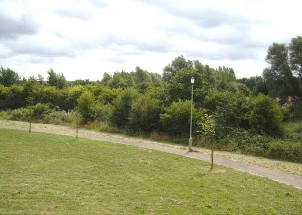 2 bed apartment to rent in Richard Hillary Close, Ashford 6