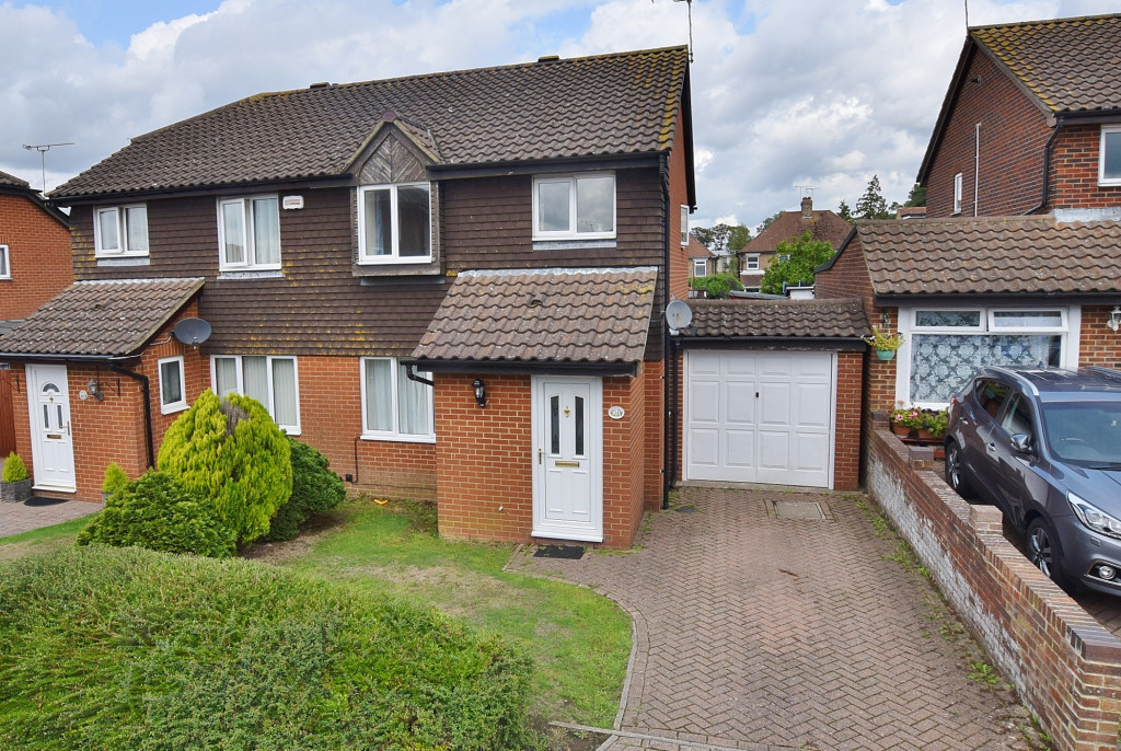 3 bed semi-detached house to rent in Essella Park, Ashford 0