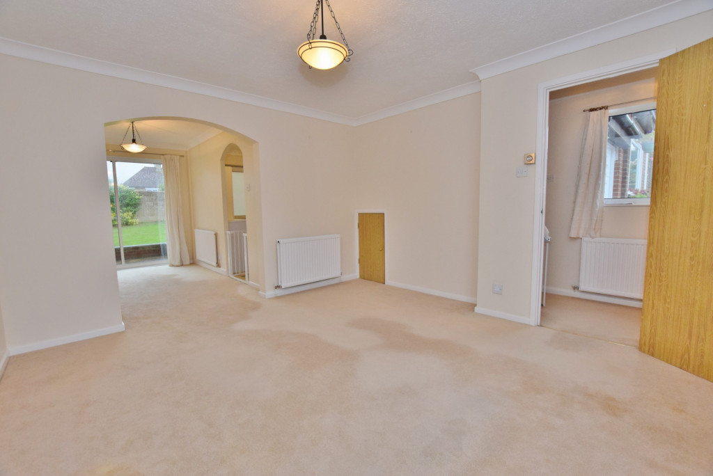 3 bed semi-detached house to rent in Essella Park, Ashford 2