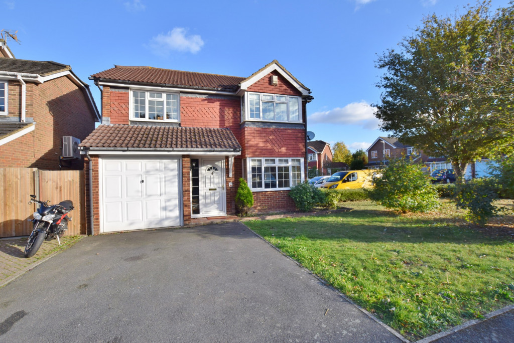 4 bed detached house to rent in Hoppers Way, Singleton, Ashford 1