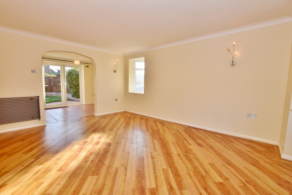 4 bed detached house to rent in Hoppers Way, Singleton, Ashford 2