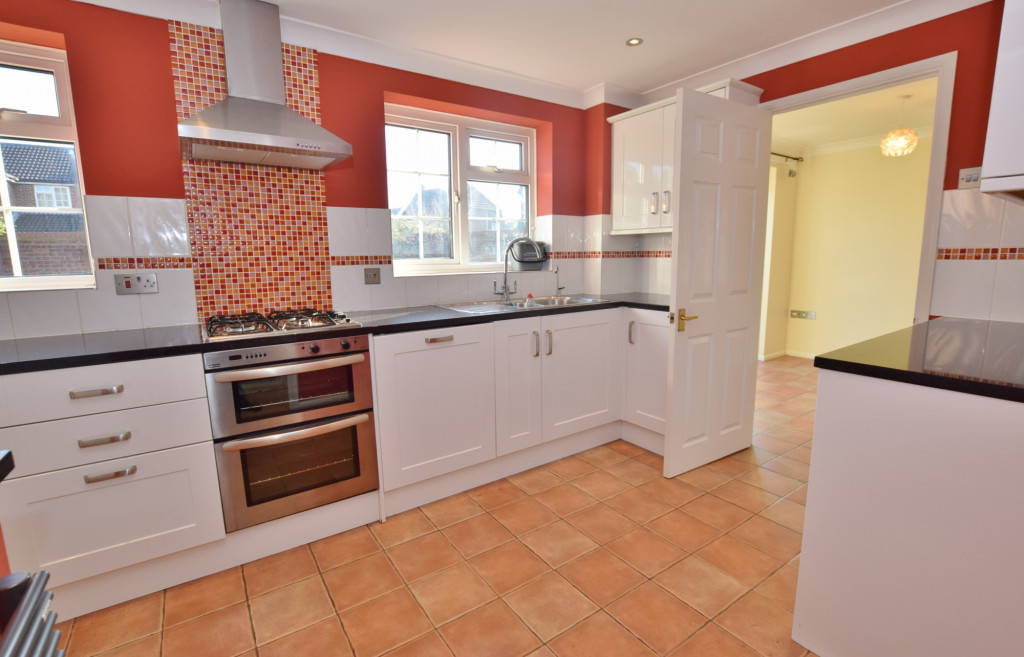 4 bed detached house to rent in Hoppers Way, Singleton, Ashford  - Property Image 5