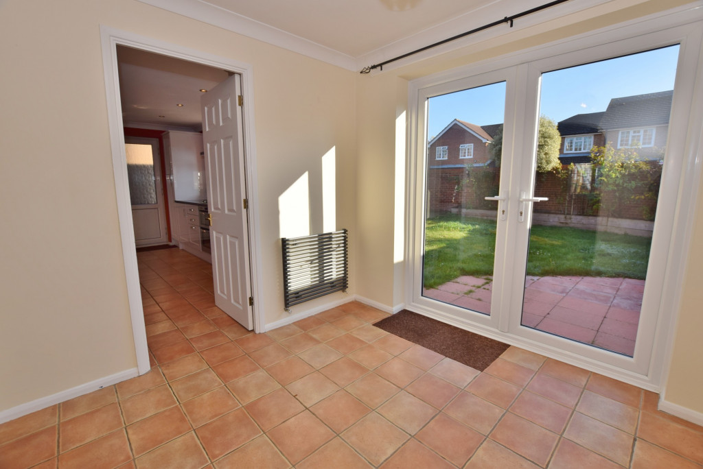 4 bed detached house to rent in Hoppers Way, Singleton, Ashford  - Property Image 6
