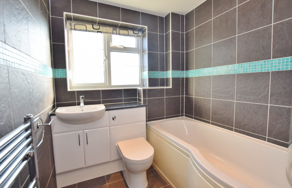 4 bed detached house to rent in Hoppers Way, Singleton, Ashford  - Property Image 14