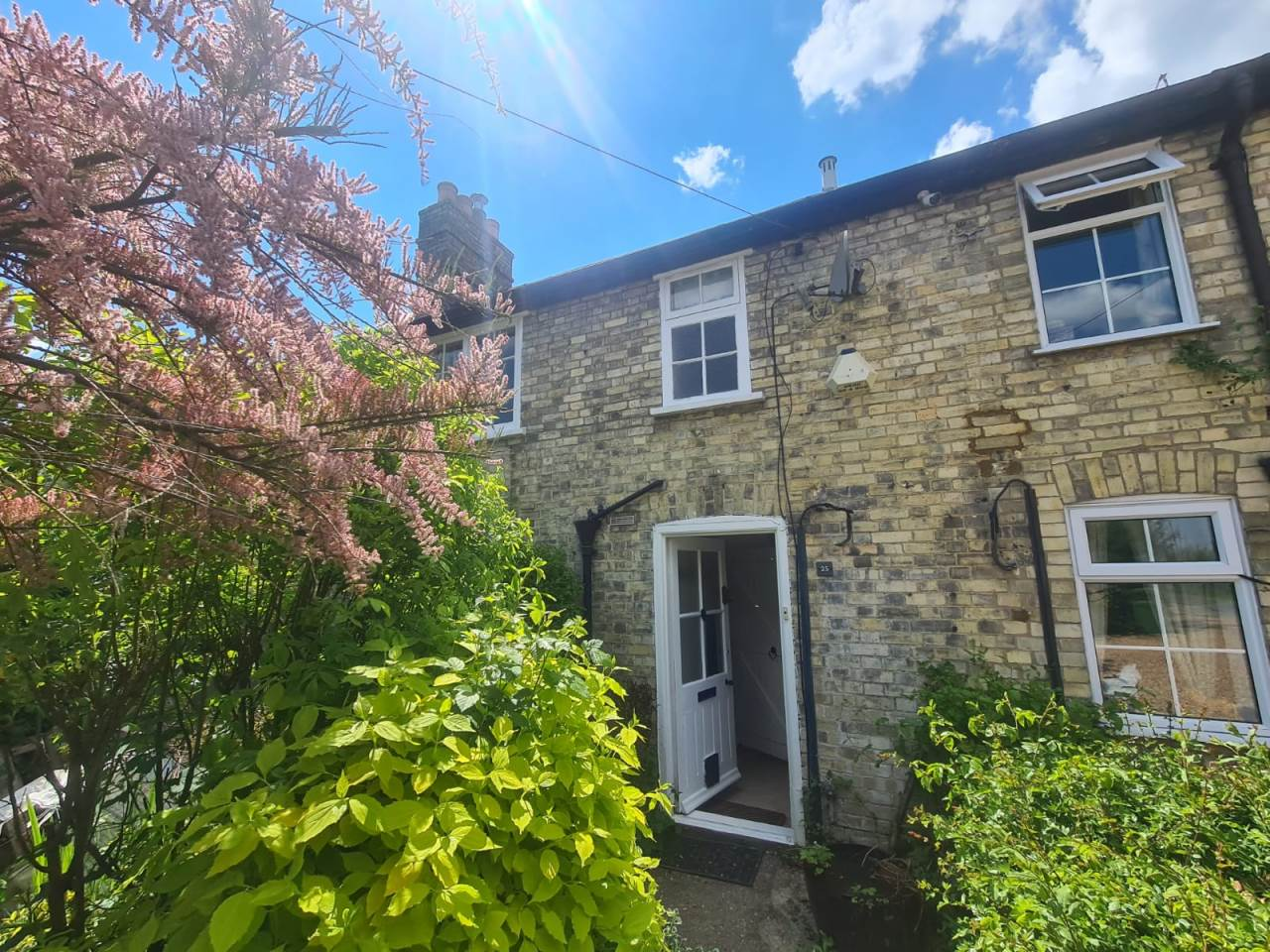 3 bed terraced house to rent in Ermine Way 0