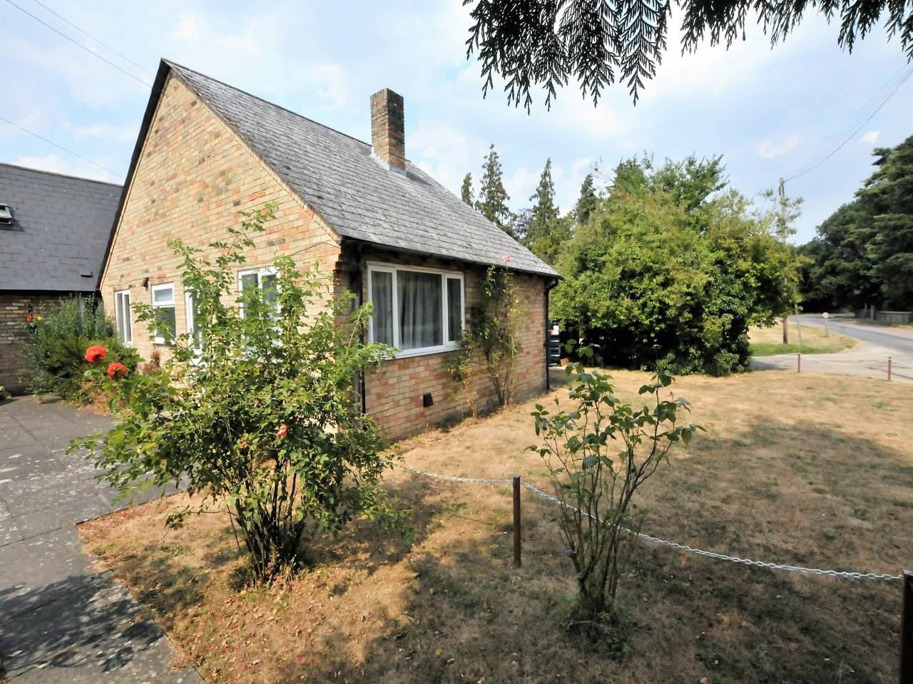 2 bed bungalow to rent in Jubilee Bungalows, Shingay Cum Wendy - Property Image 1