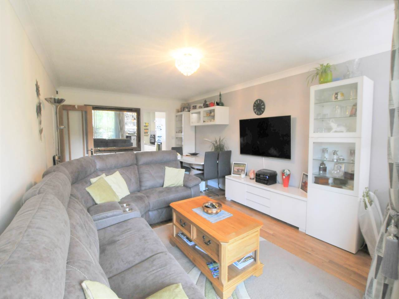 2 bed flat for sale in The Beeches, Newmarket Road 2