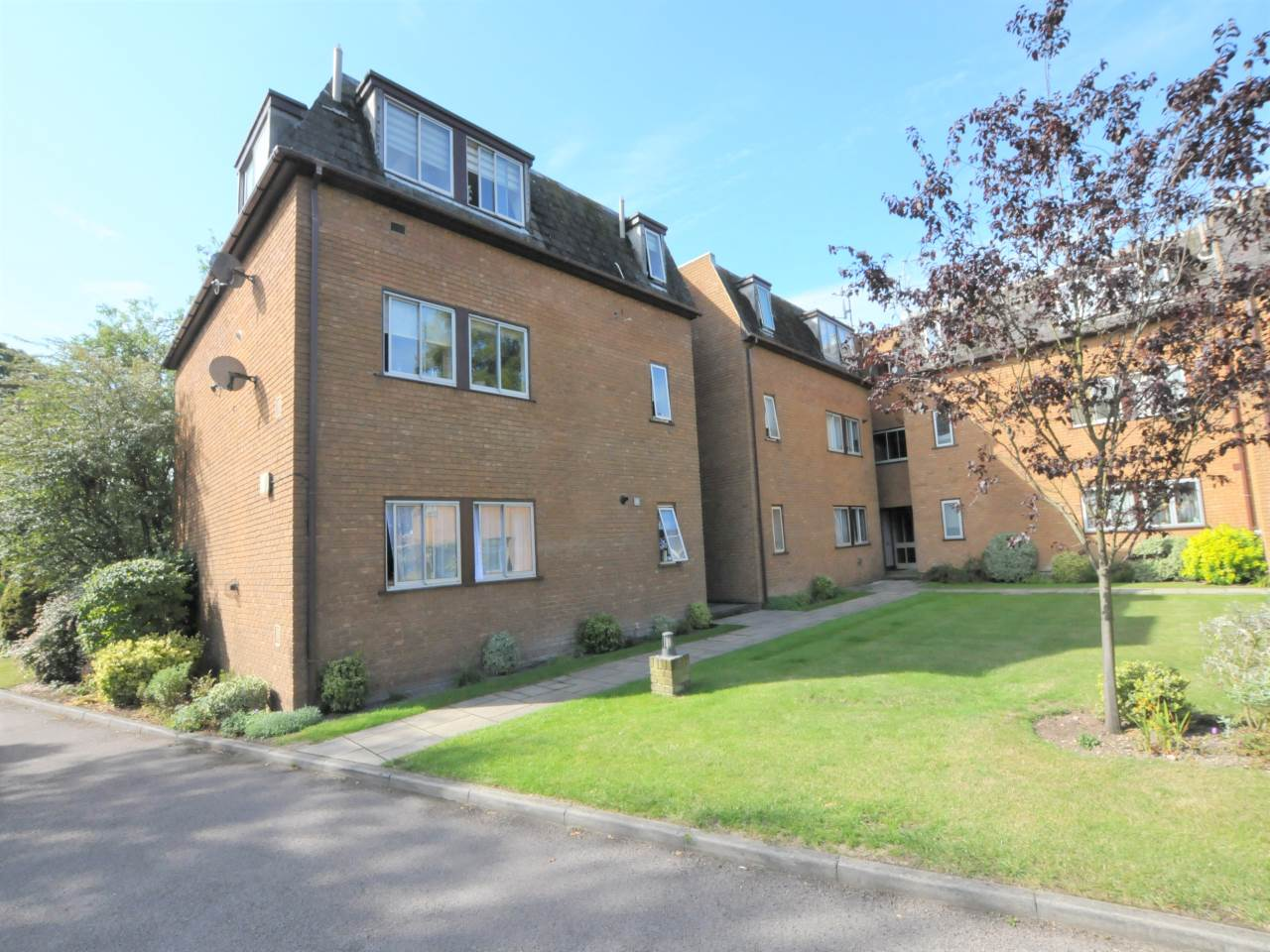 2 bed flat for sale in The Beeches, Newmarket Road 0