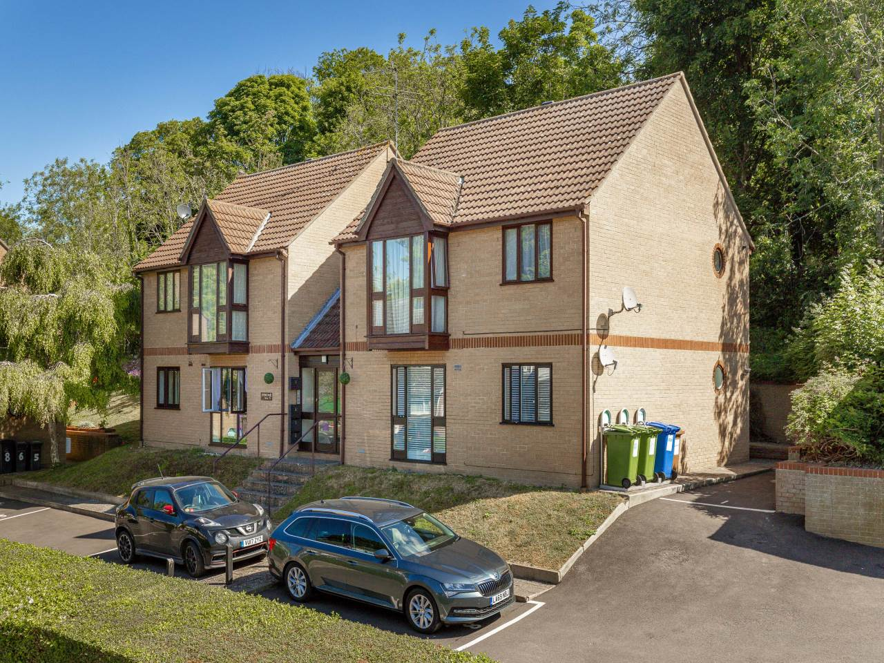 1 bed flat for sale in Victory Court, Royston 0