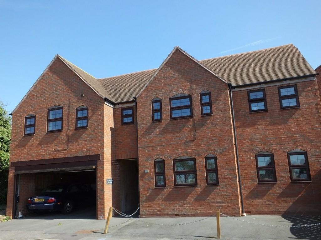 Studio flat to rent in Barrowfield House, Kenilworth 0