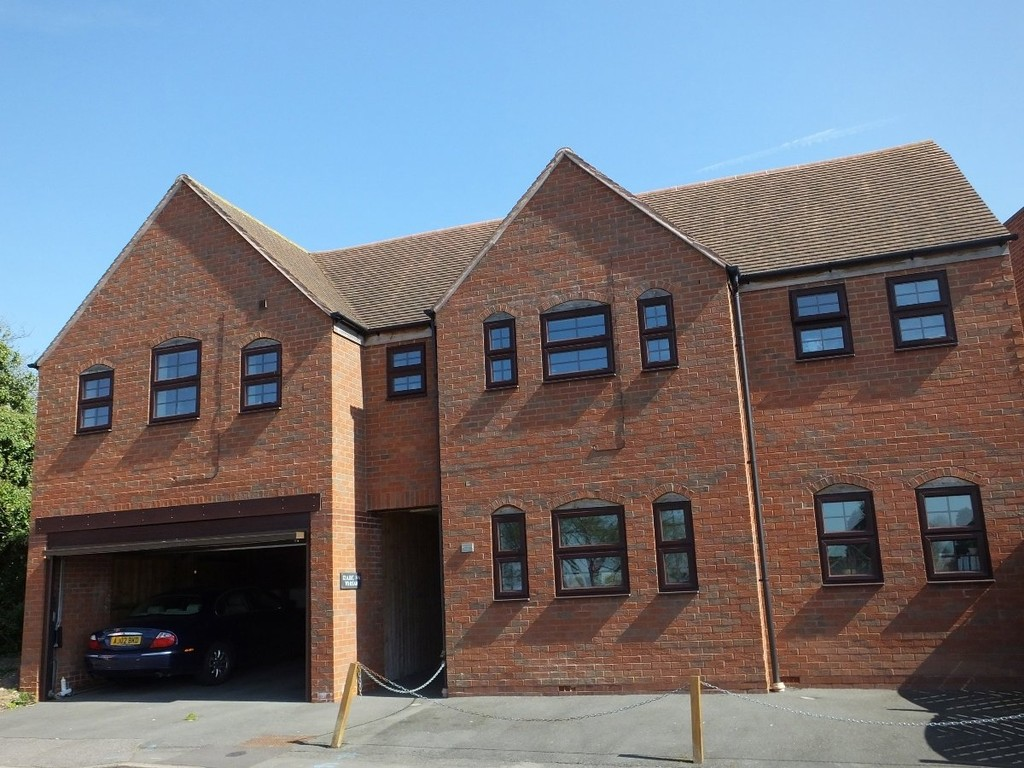 1 bed ground floor flat to rent in The Square, Kenilworth  - Property Image 1