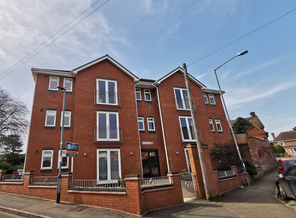 2 bed apartment to rent in The Blundells, Kenilworth 0