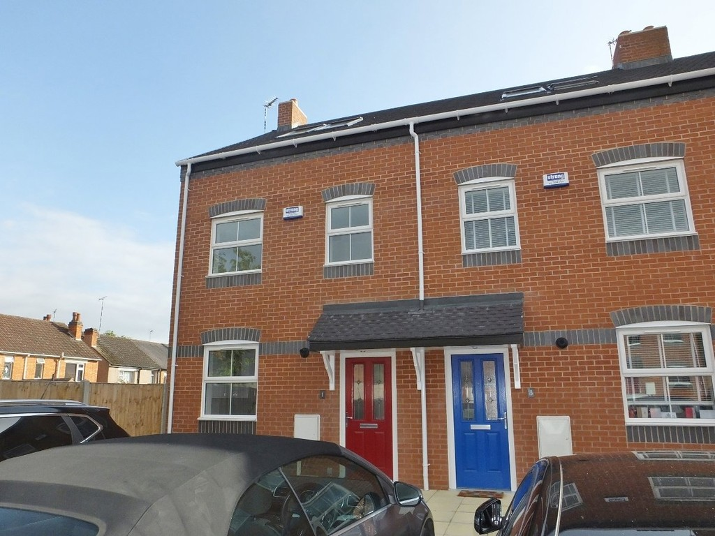 3 bed terraced house to rent in Spires Walk, Coventry - Property Image 1
