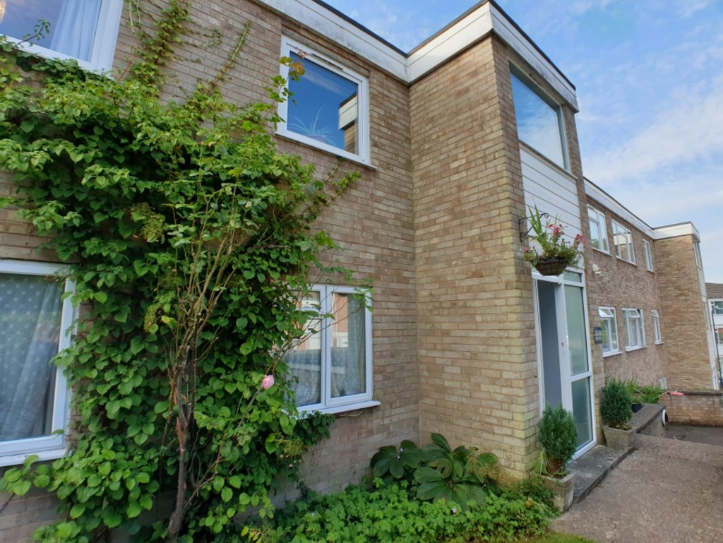 Two bedroom 1st floor apartment | Located a short walk from the