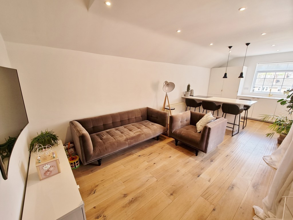 3 bed apartment to rent in Grove Street, Leamington Spa - Property Image 1