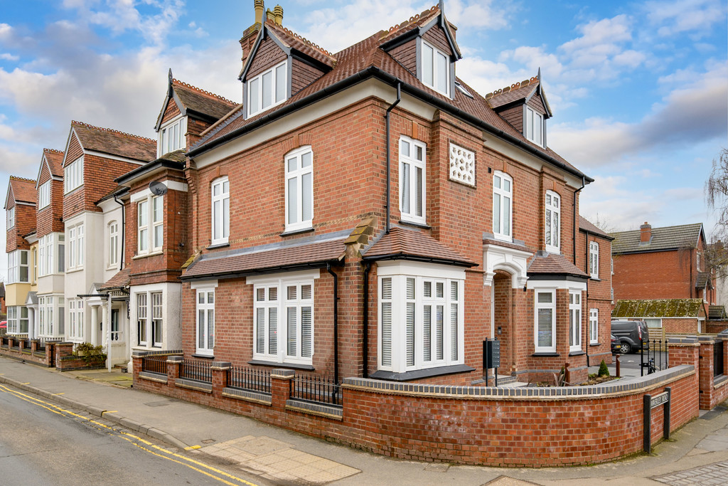 1 bed apartment to rent in Waverley Road, Kenilworth  - Property Image 1