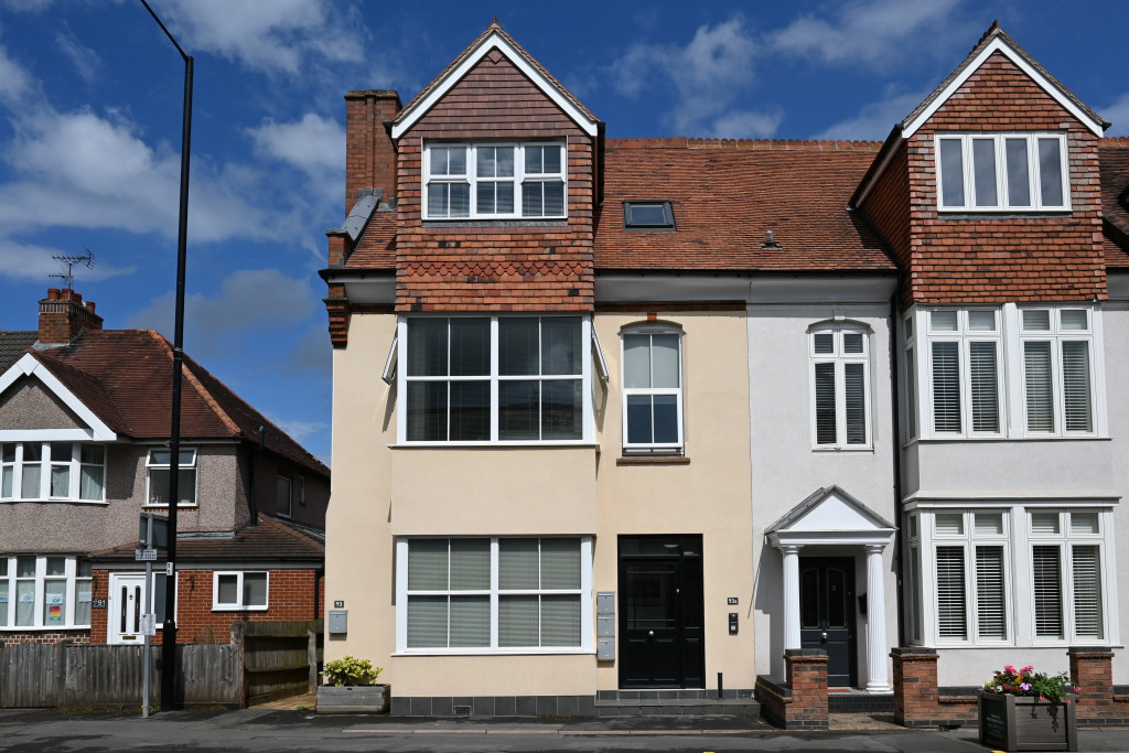 Modern two bedroom top floor apartment | Town centre location | Short walk to the train station, bus stops and amenities | Open plan kitchen/living room | White goods included | Large communal gardens | Lockable Bike shed | Double glazing | Unfurnished | Available 17th July 2021
