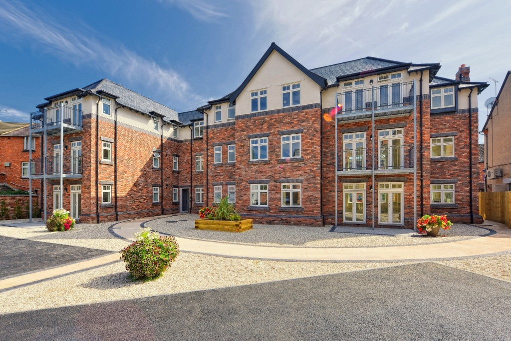 2 bed apartment to rent in Priory Road, Kenilworth - Property Image 1